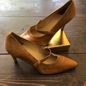 Arturo Chiang tan leather and suede heels 👠